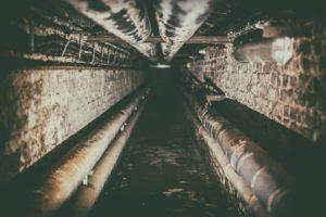 Osuszanie piwnicy, izolacja fundamentów, jak usunąć wilgoć z piwnicy